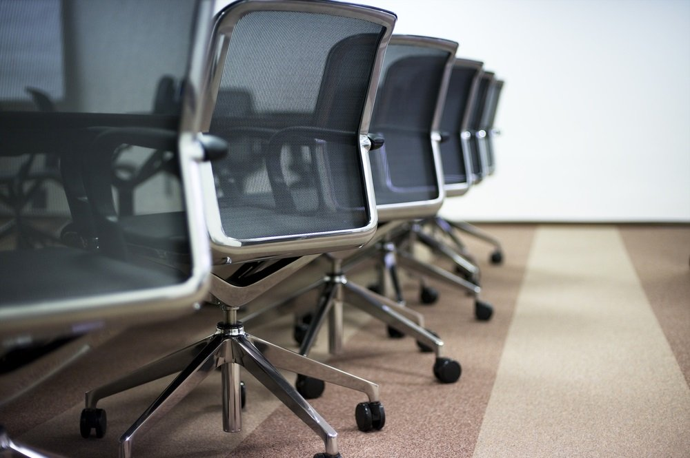 Waar let je op bij de aankoop van een geschikte bureaustoel